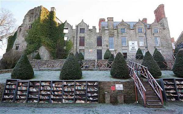 hay-castle-books_2073581c