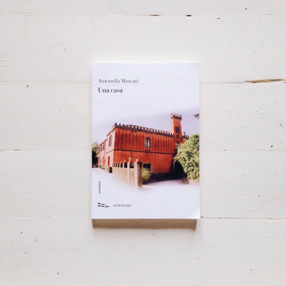 una casa copertina